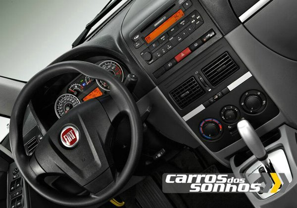Interior do Fiat Idea 2011