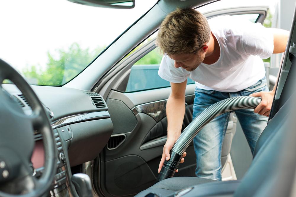 Uma boa limpeza pode ajudar na hora de vender seu carro