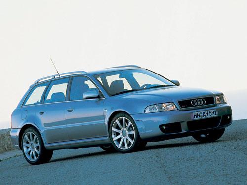 Audi RS4 2001, motor V6 de 2,7L, Bi-Turbo, 375hp e 0-100km/h em 4,7 segundos.