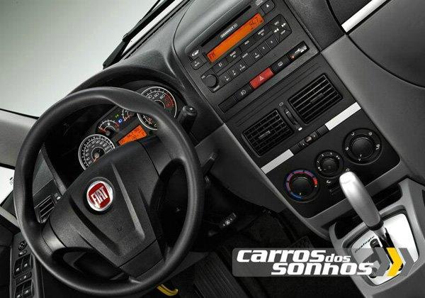 Interior do Fiat Idea 2011
